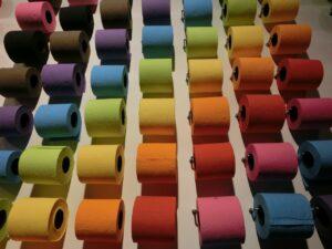 Farebný toaletný papier