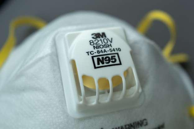 Detail respirátorovej masky N95 počas vypuknutia koronavírusu COVID-19, San Francisco, Kalifornia, 30. marca 2020. (Foto: Smith Collection / Gado / Getty Images)