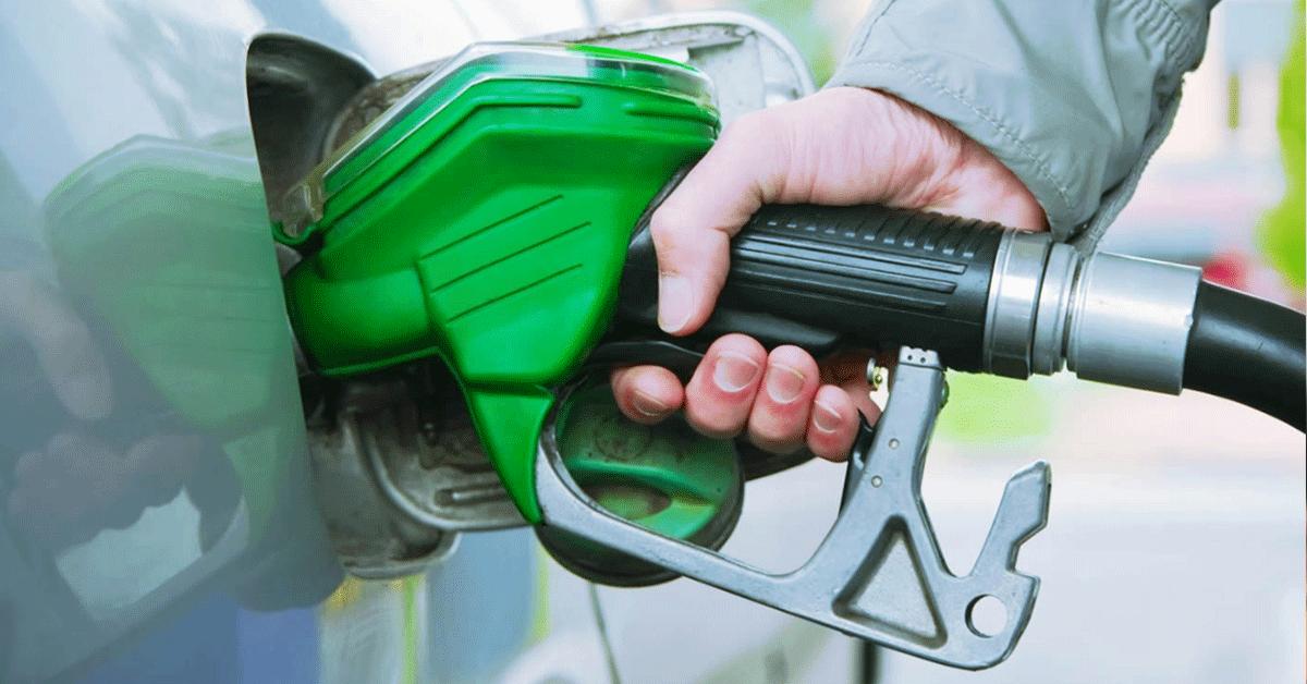 Benzín na historickom minime