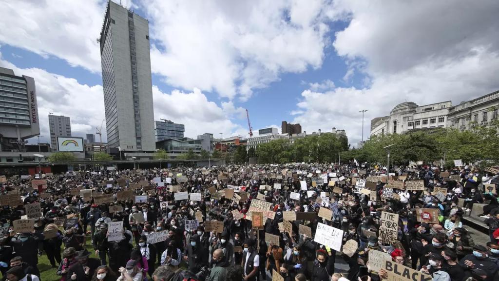 Demonštrácia v Manchestru - Georg Floyd