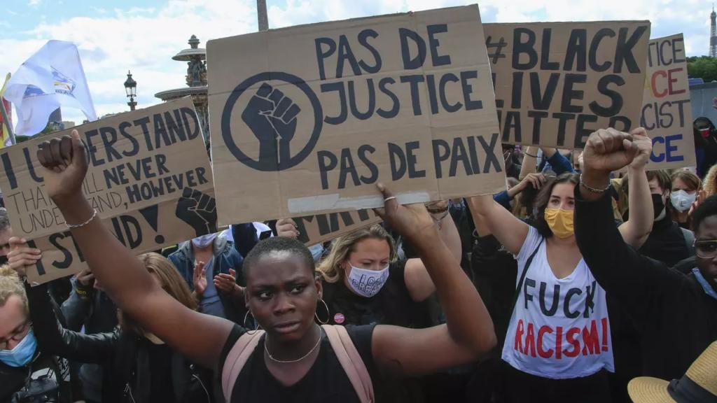 Demonštrácia v Paríži - Georg Floyd