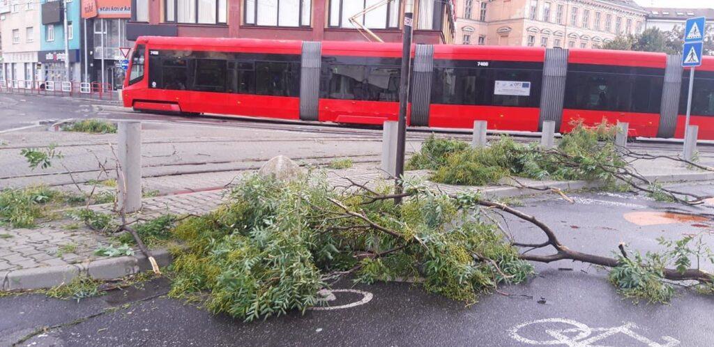 Včerajšia búrka v Bratislave, Zdroj: FB/Iris Kopcsayová