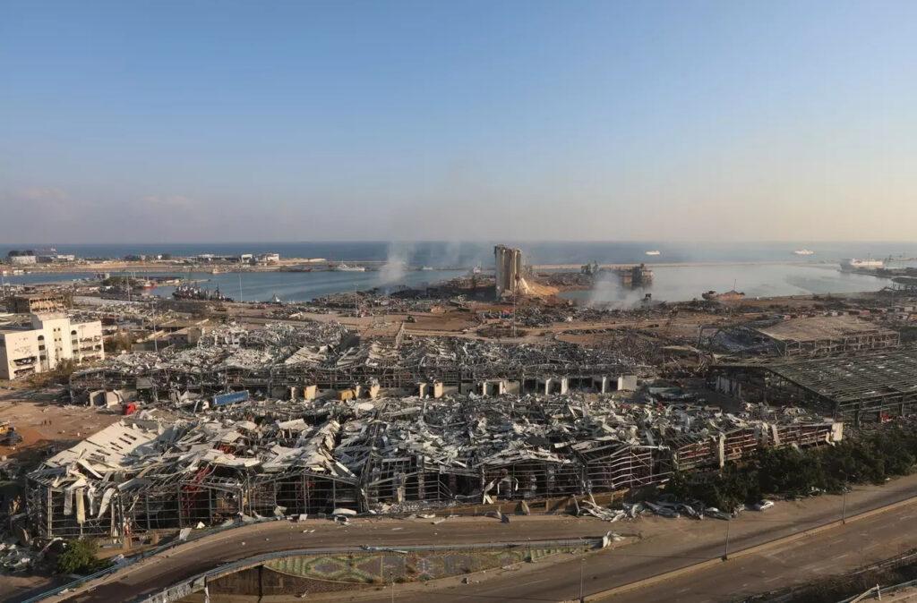 Fotografia z miesta výbuchu v bejrútskom prístave, Foto: Mohamed Azakir, Reuters