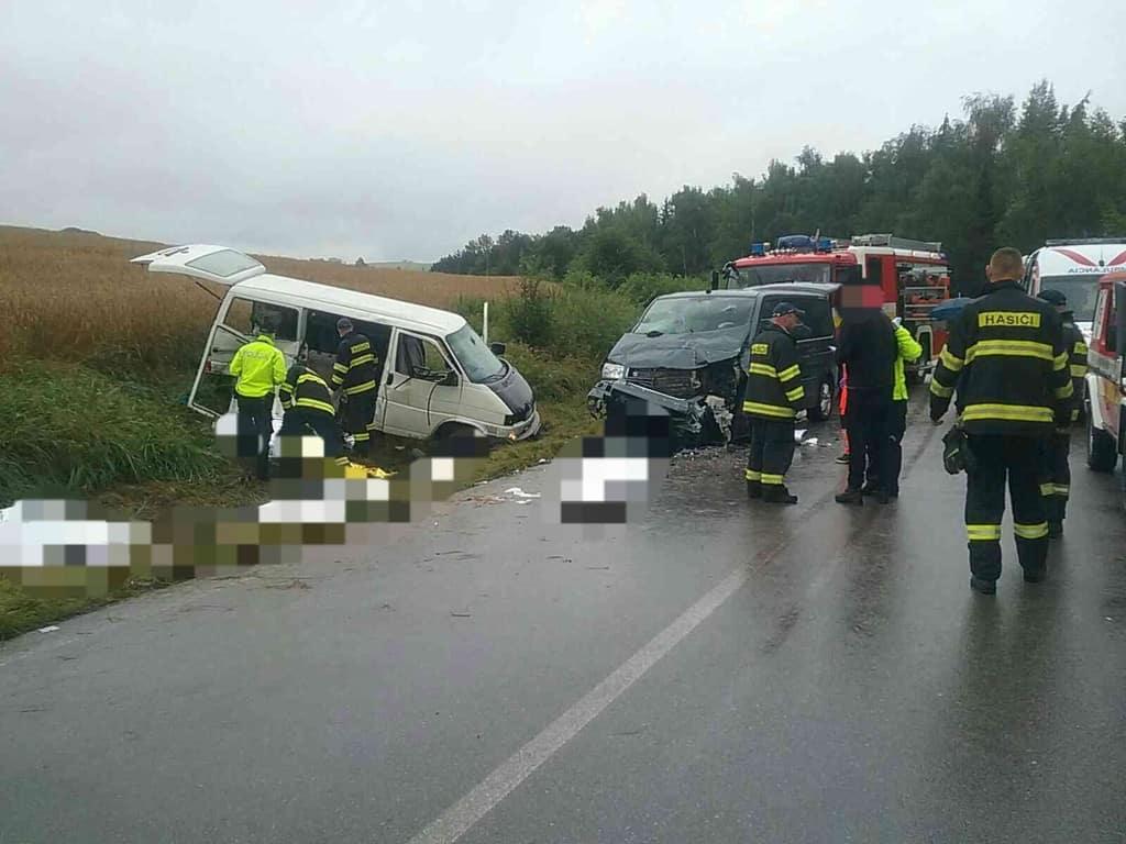 Nehoda pri obci Liptovský Trnovec. Foto: Marek Vnenčák