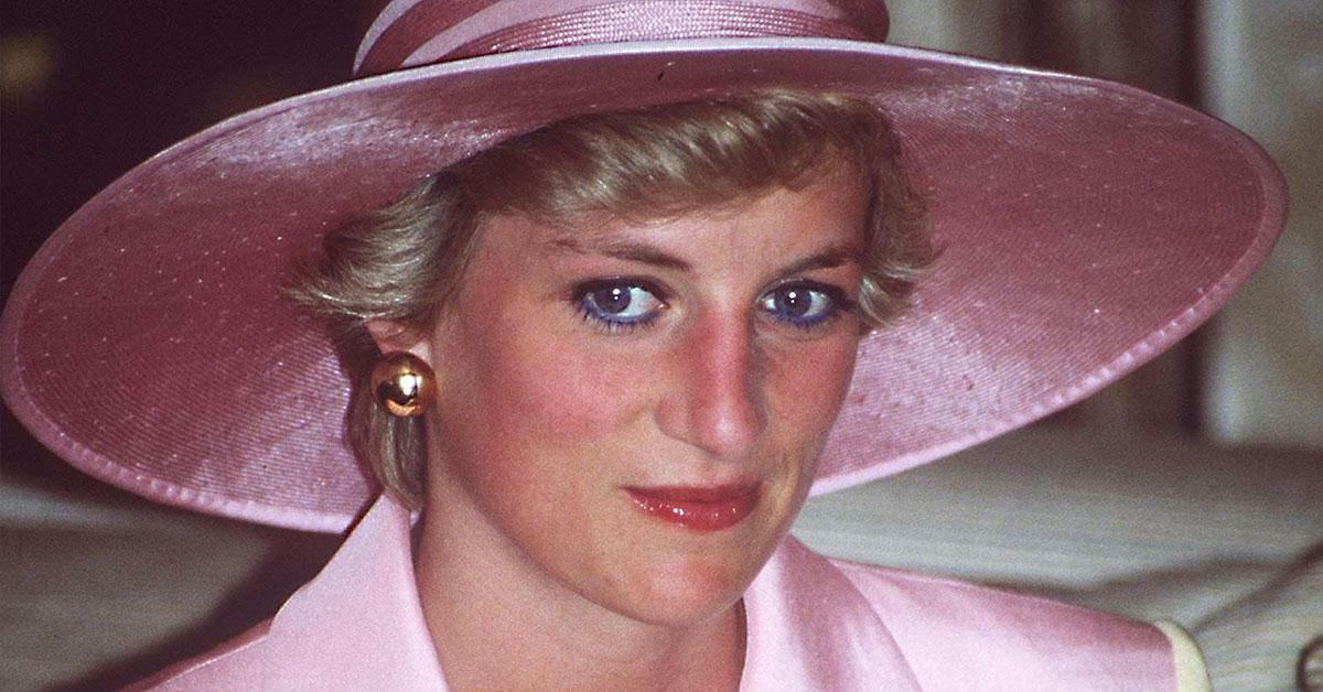 Princezná Diana v ružovom klobúku