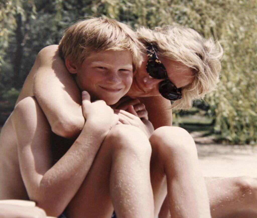 Princ Harry s matkou Dianou, Zdroj: ČTK