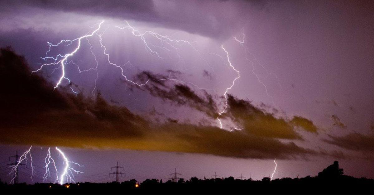 Výstraha pred búrkami nedeľa 30-08-2020