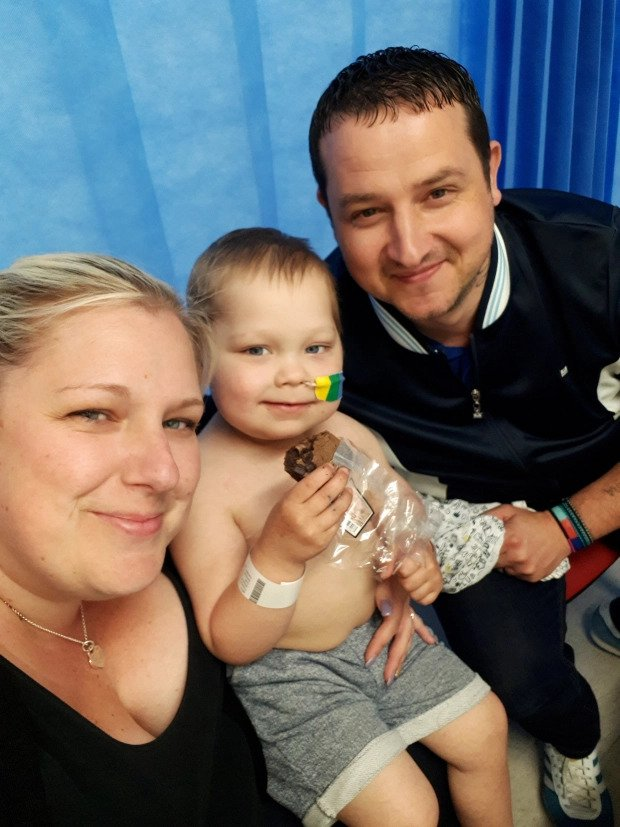 Malý Josh s rodičmi