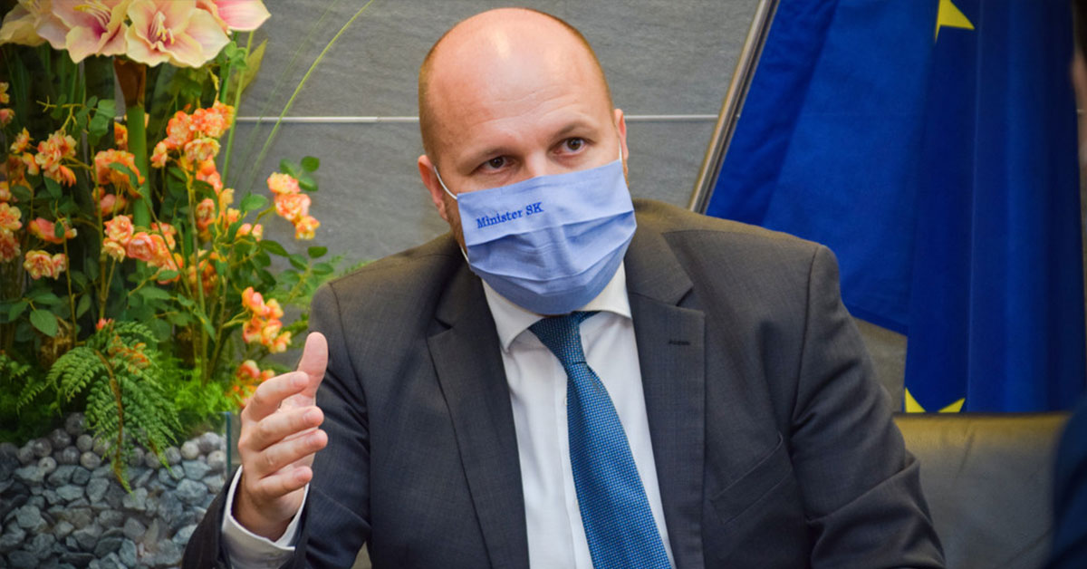 Minister obrany SR Jaroslav Naď poúča prezidentku Zuzanu Čaputovú