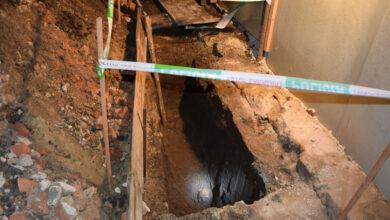 Photo of FOTO: Muž v Gbeloch vykopal na svojom pozemku ĽUDSKÚ LEBKU