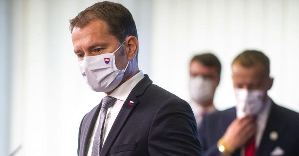Na snímke zľava predseda vlády SR Igor Matovič — Foto: TASR/Jakub Kotian