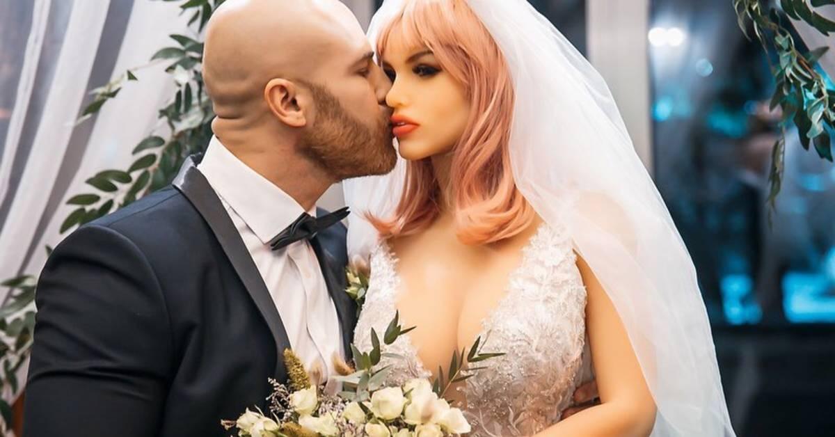 Kulturista sa oženil s bábikou